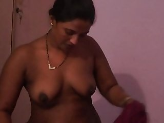 Indian aunty fingering her pussy