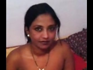Indian Auntie Shows Tits-XCAM5.COM